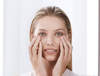 How to apply eye contour treatment